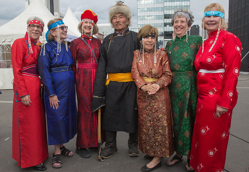 mongolia_national_costume_holiday.jpg